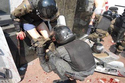 В результате взрыва гранаты у здания Верховной Рады в Киеве пострадали несколько десятков человек
