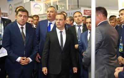 Премьеру Медведеву показали танк Т-14
