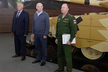 Уралвагонзаводцы получили награды накануне Дня танкиста