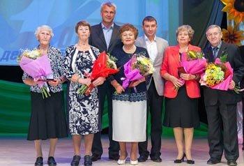 Сергей Носов поздравил пожилых людей с праздником