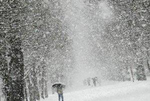 Дорожные службы продолжают борьбу с последствиями снегопада
