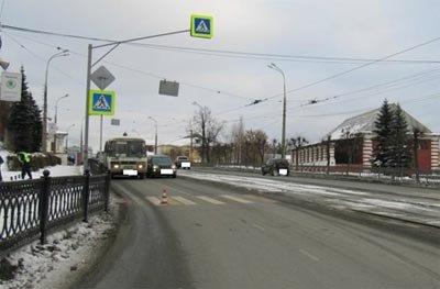 На проспекте Ленина автомобиль сбил девушку-пешехода