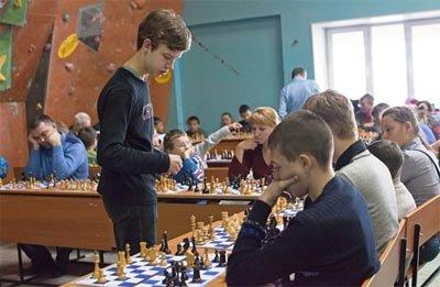 В ГДДЮТ прошел сеанс одновременной игры в шахматы, посвященный 293-летию Нижнего Тагила
