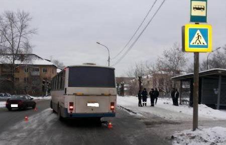 На Вагонке автобус сбил девушку