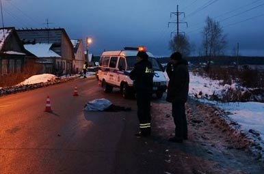Неустановленный водитель сбил насмерть пешехода на Вагонке и скрылся с места происшествия