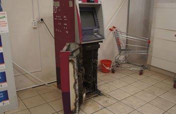 Преступники вскрыли банкомат УБРиР в магазине на Северном поселке