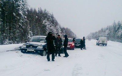 На 262 км серовской трассы столкнулись 13 автомобилей
