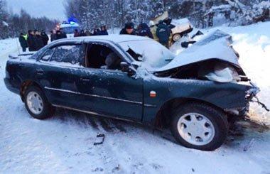 Под Верхним Тагилом столкнулись два авто, погибли мужчина и женщина