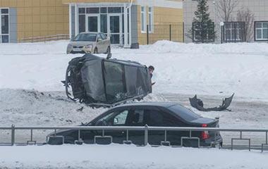 В районе Монзино столкнулись шесть автомобилей, на ГГМ - перевернулась