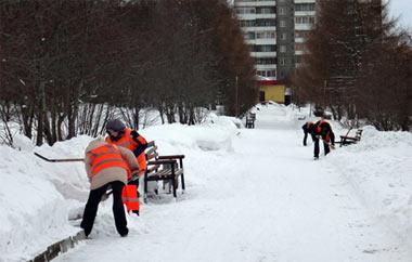 Сергей Носов проверил, как убирают снег в городских парках и скверах