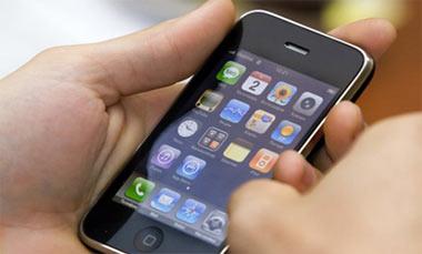 На Пархоменко у подростка похитили телефон стоимостью в 28 тысяч рублей