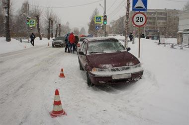 На пешеходном переходе напротив школы №70 на Ильича водитель а/м