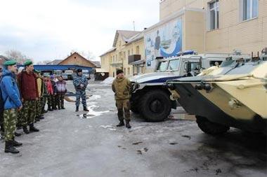 Тагильские школьники побывали на экскурсии в ОМОН