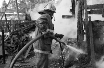 На Тагильской сгорела баня, в пригороде - частный дом