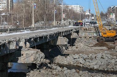 Паводок внес коррективы в ход работ по реконструкции моста на  Фрунзе
