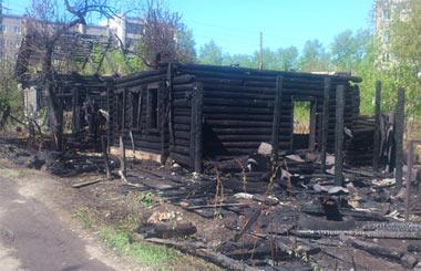 На Лебяжке сгорел жилой дом на улице Угловая