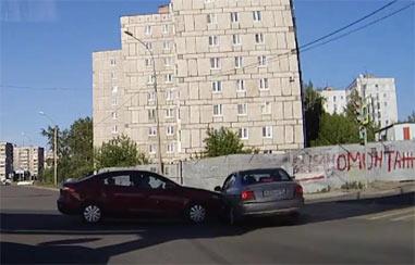 На перекрестке Серова-Красноармейская столкнулись две иномарки