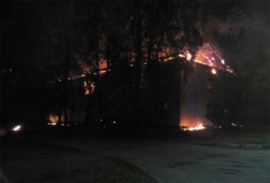 Пожар на Старателе уничтожил барак на Каспийской