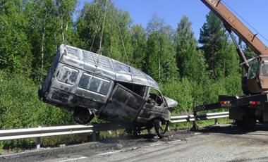 В ДТП под Ивделем погиб водитель грузовика