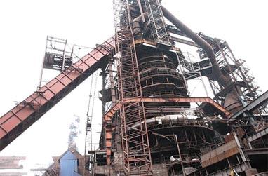 Монтажник упал с высоты на ЕВРАЗ НТМК и получил тяжёлые травмы