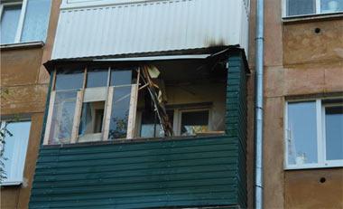 В пятиэтажке на Горошникова горел балкон, на Фотеево - крыша дома