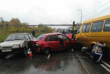 Авария на Восточном шоссе: столкнулись 5 автомоблей, погиб человек
