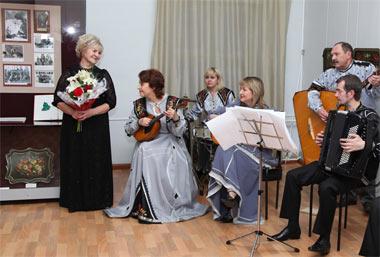 В Нижнем Тагиле открылась персональная выставка Тамары Юдиной - мастера лаковой росписи