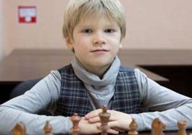 Володар Мурзин успешно выступил в новогоднем блиц-турнире по шахматам