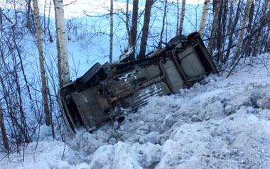 В районе Леневки ВАЗ-2115 вылетел в кювет после столкновения с фурой