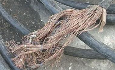 В Нижнем Тагиле безработный срезал медный кабель с электрички