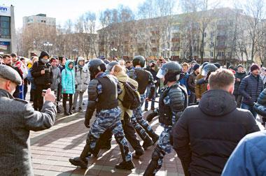 Поддержать Навального вышли около 150 жителей Нижнего Тагила