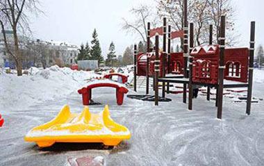 Девочка получила травму, играя на детской площадке на Северном поселке