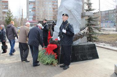 Сотрудники тагильской полиции почтили память погибших во время теракта в Санкт-Петербурге