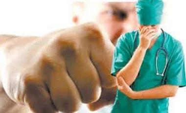 Детскому хирургу, пострадавшему в результате нападения, сделана срочная операция