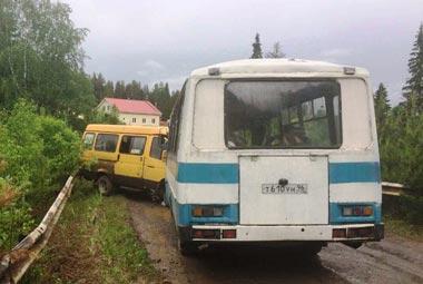 В пригороде Нижнего Тагила столкнулись два автобуса