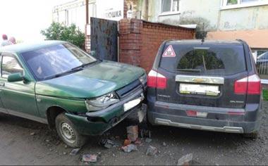 Женщина-водитель сбила двух пешеходов в посёлке Горноуральский