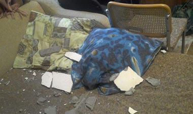 СК ведет проверку по факту частичного обрушения потолка в квартире, где проживает подросток-аутист