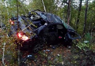 Автомобиль БМВ перевернулся на серовской трассе, погибли 2 человека и трое ранены