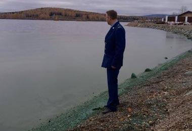 Прокуратура заинтересовалась зеленой водой из Черноисточнского водохранилища
