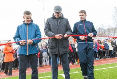 Сергей Носов открыл новый стадион на Вые