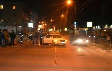 На Тагилстрое 17-летний водитель сбил семейную пару с ребёнком на переходе