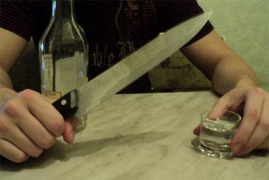 Тагильчанка ранила ножом собутыльника во время дружеского застолья