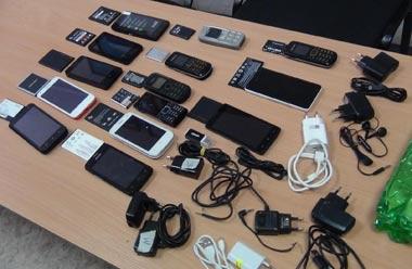 В колонию №12 пытались передать 14 сотовых телефонов