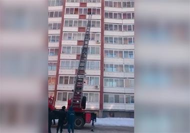 На Вагонке мужчина пытался покончить жизнь самоубийством, спрыгнув с балкона 7-го этажа