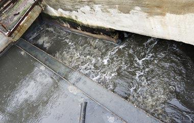 В Новоасбесте долгое время не работают очистные сооружения: местные жители бьют тревогу