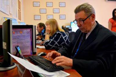 Тагильские пенсионеры стали лучшими в области на соревнованиях по компьютерному многоборью