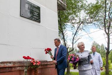 Мемориальная доска в честь Наума Фарберова открыта в ЦГБ №1 Нижнего Тагила