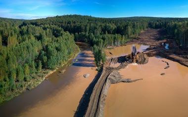 Золотодобывающая компания загрязняет реку Тагил стоками