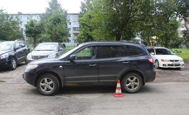 Во дворе дома на Лебяжке кроссовер сбил 6-летнего ребенка