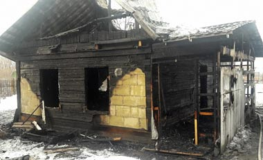На Сухоложском посёлке внук сжёг дом родной бабушки